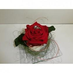 Prstýnek na rudé růži